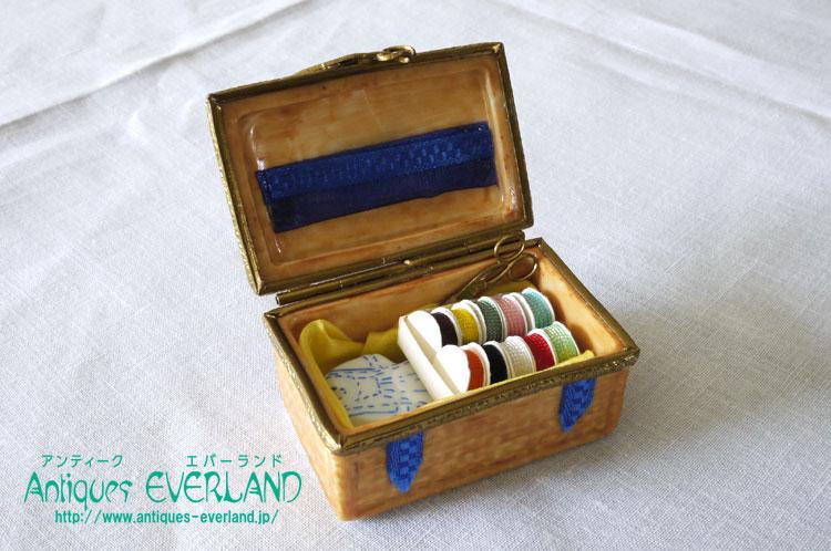 画像1: リモージュ ピルケース ソーイングボックス 裁縫箱 (1)